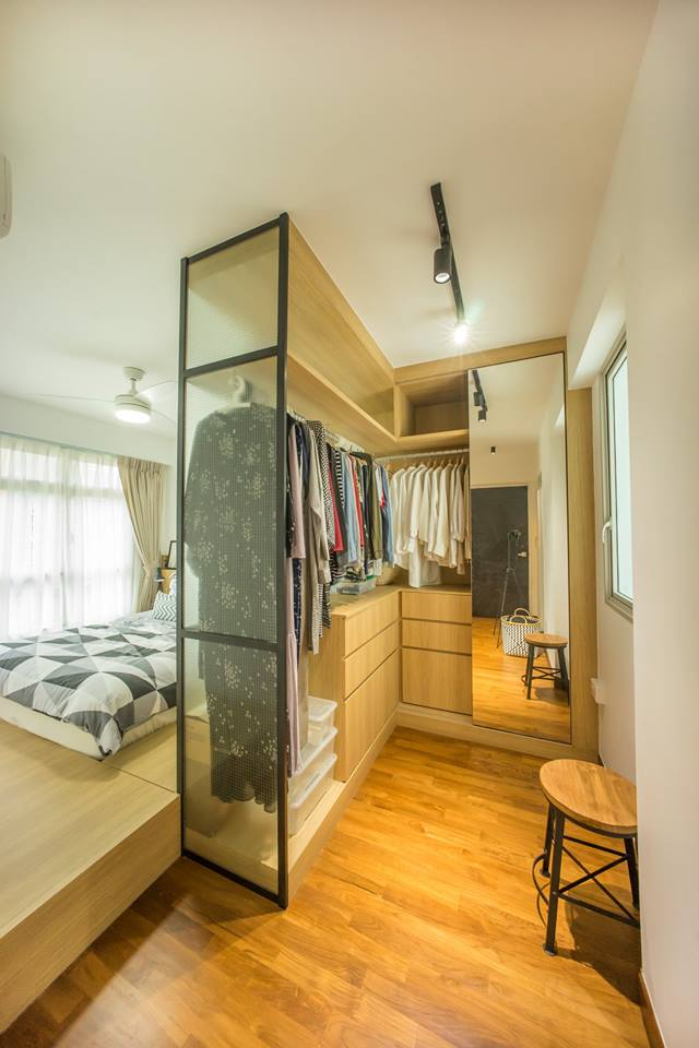 A Compact Closet for simple Space