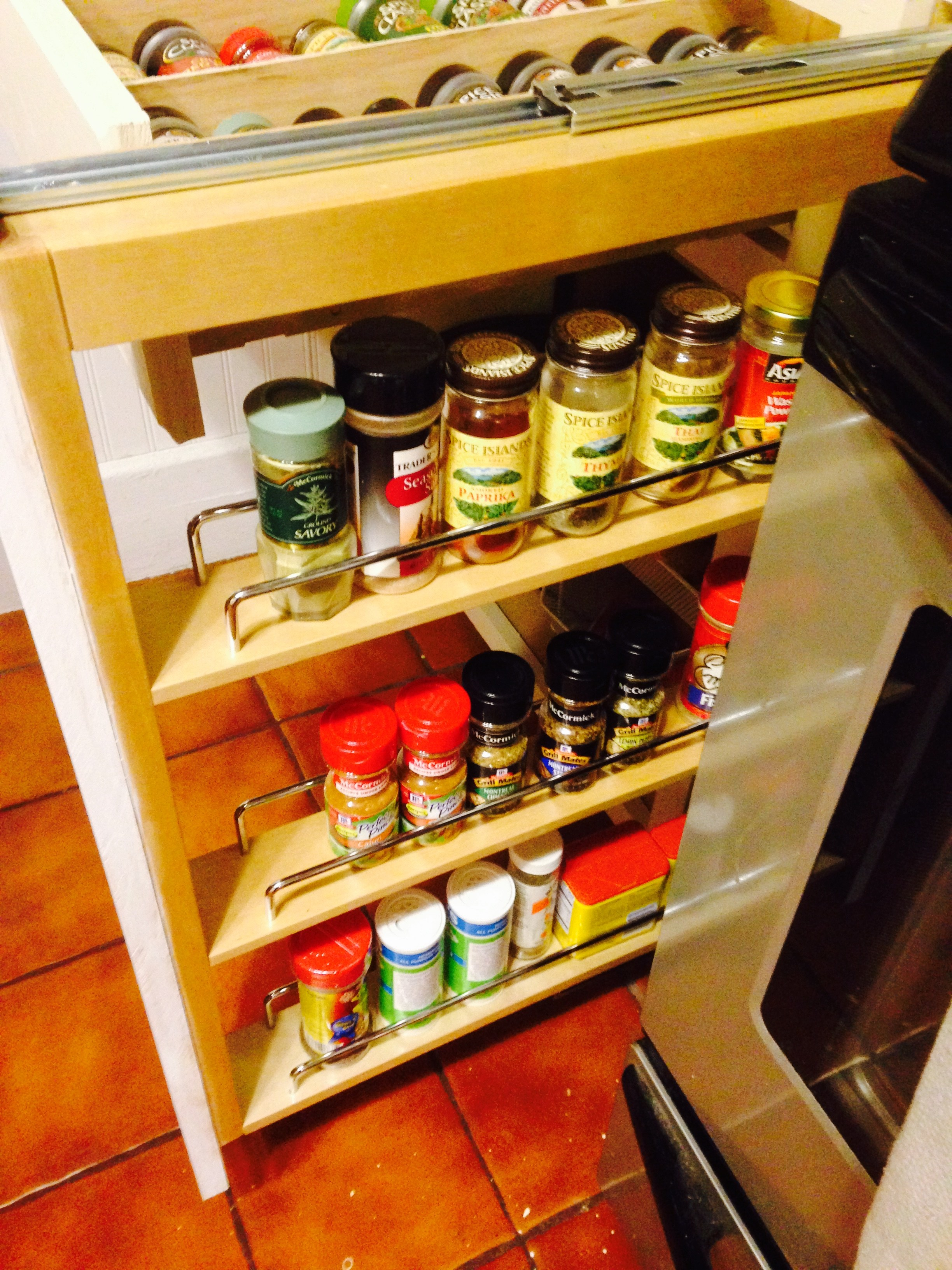 Design An Elegant free Pull-out Spice rack