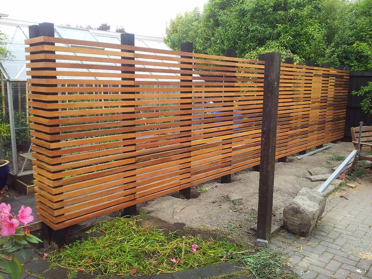 Design Privacy Fence From Wooden Pallets