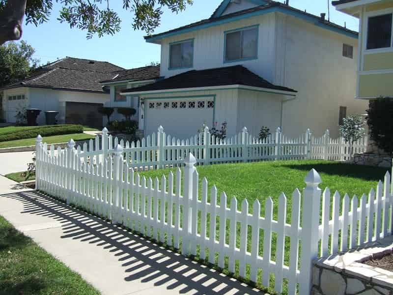 Design Traditional White Picket Fence
