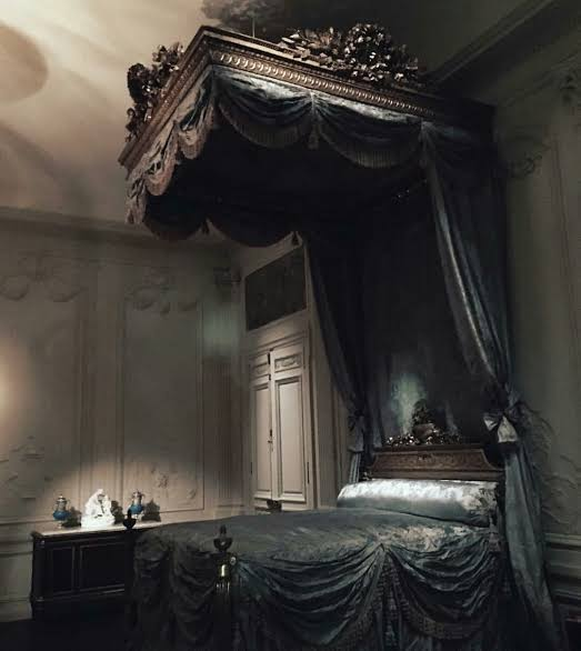 beautiful gothic bedroom ideas
