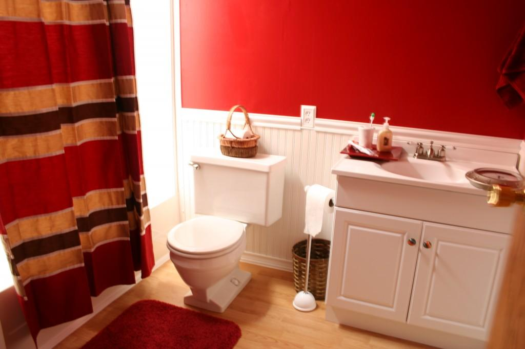 wainscoting beadboard bathroom