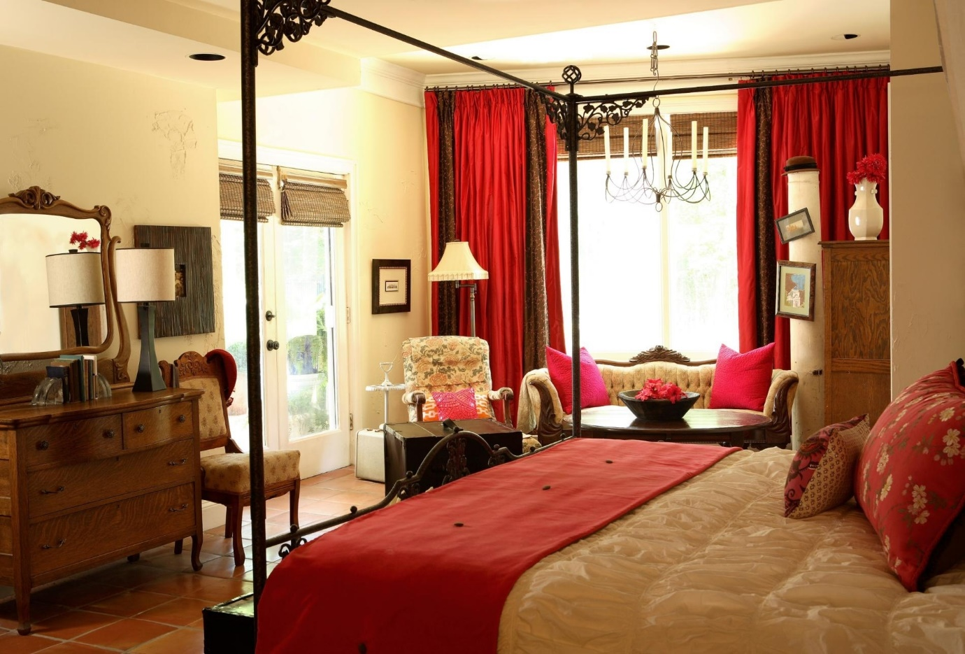 red bedroom inspo