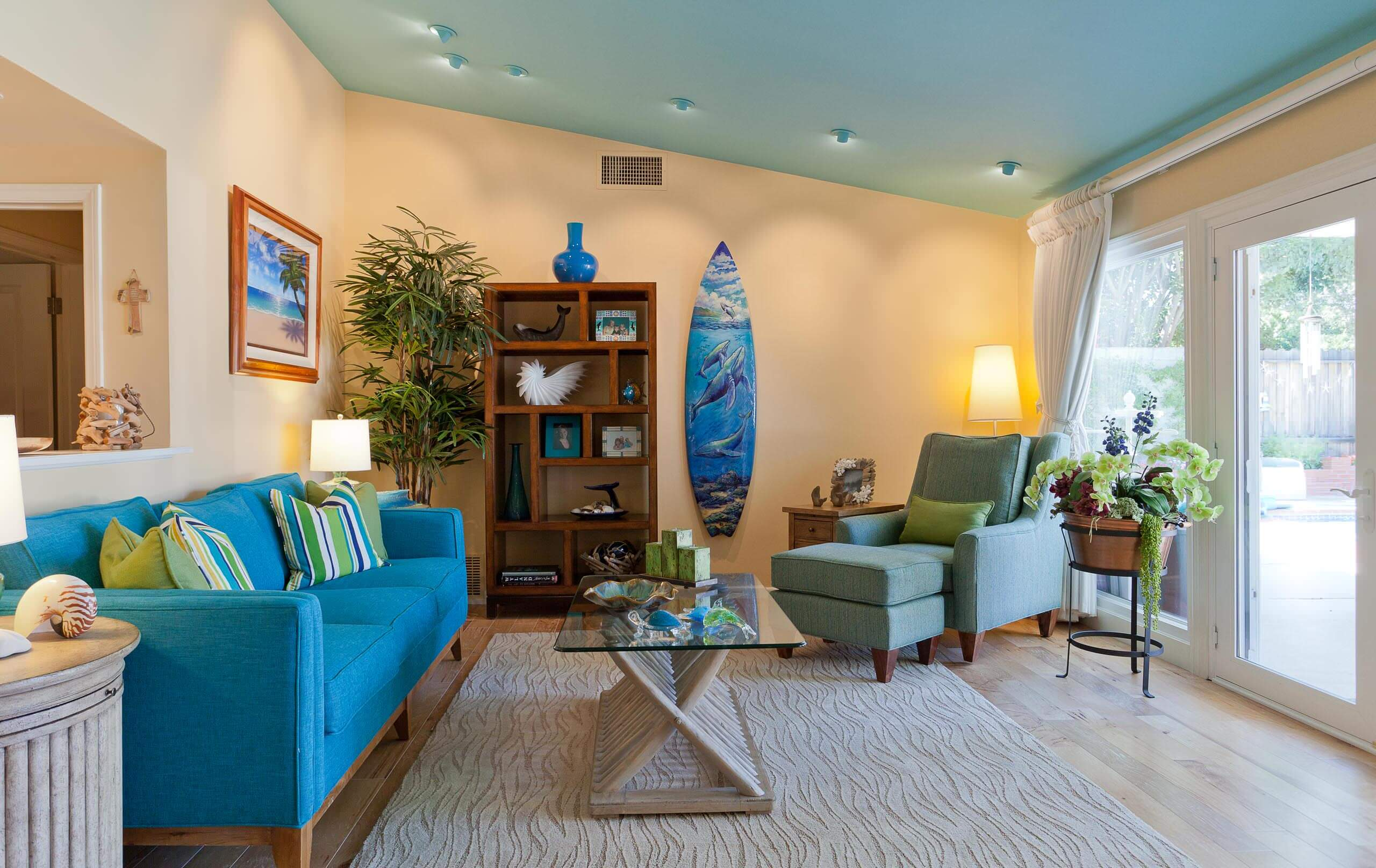 25 Inspiring Tropical Living Room Ideas For This Summer