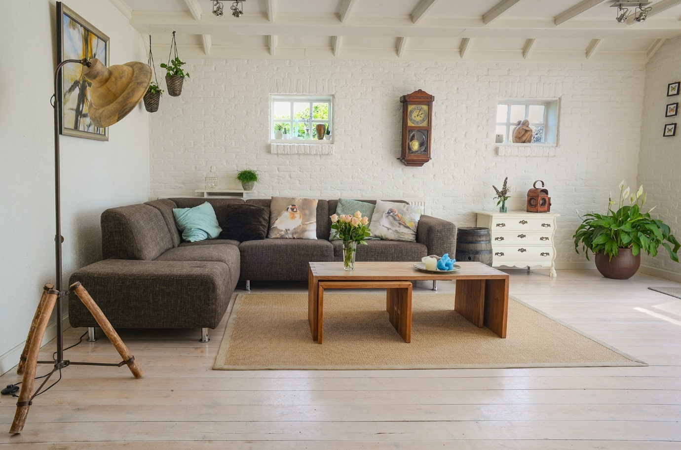 Large rustic style living room