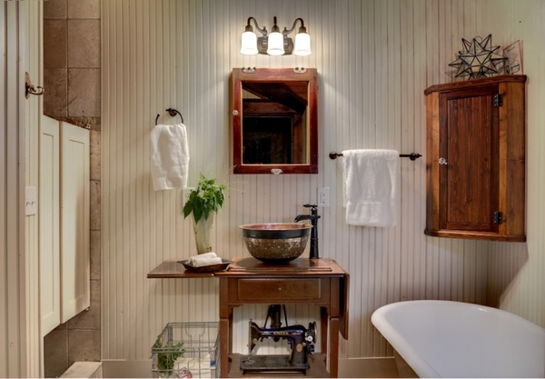 Bathroom and Wooden Accessories